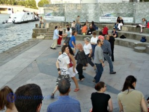Celtic square dance by the Seine Paris